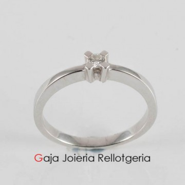 anillo oro blanco con diamantes talla brillante