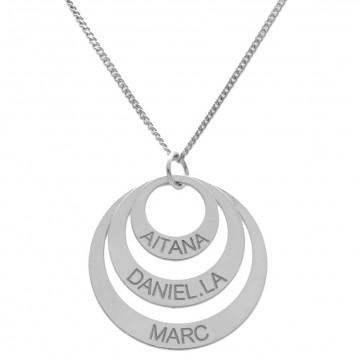 Collar de plata amb cercles i el nom gravat